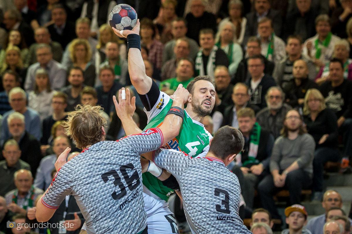 Tim Kneule im Spiel FRISCH AUF Goeppingen-Fuechse Berlin