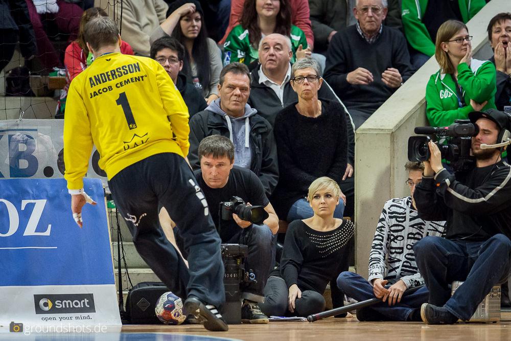 Anett Sattler beim Spiel Goeppingen - Flensburg