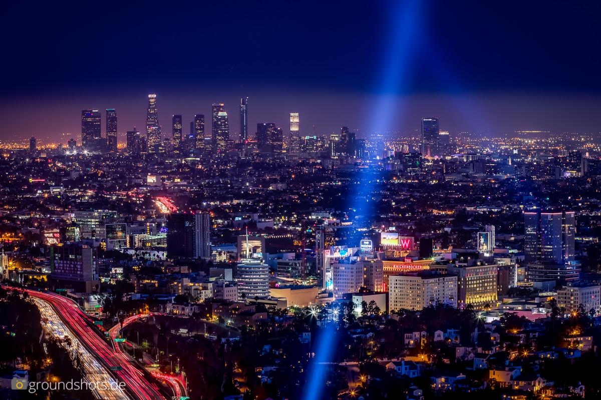 Die Skyline von Los Angeles bei Nacht