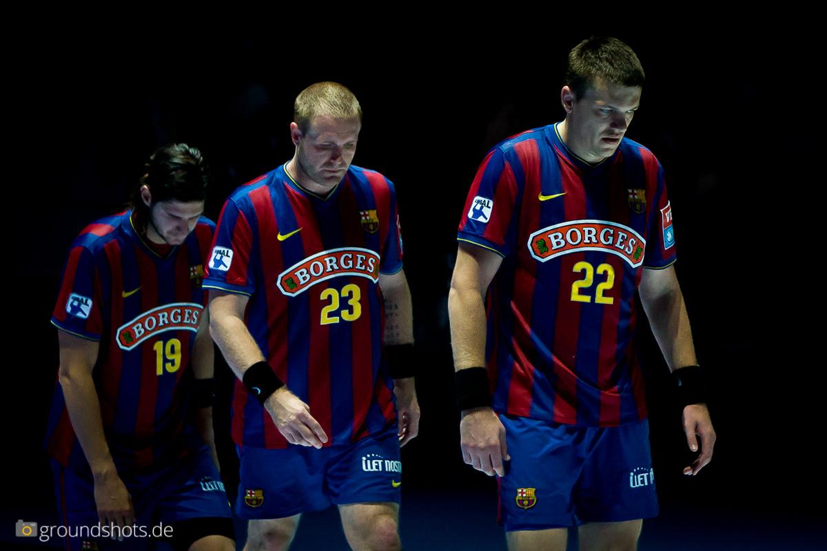 Die Spieler des FC Barcelenoa nach dem verlorenen Champions-League Finale 2010 auf dem Weg zur Siegerehrung