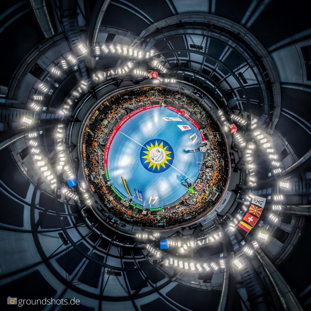 Little Planet beim Laenderspiel Deutschland - Schweiz in der Ratiopharm Arena